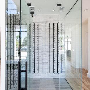 Ispirazione per una cantina classica di medie dimensioni con pavimento con piastrelle in ceramica, rastrelliere portabottiglie e pavimento grigio