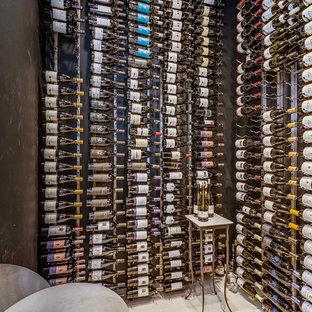 Exotisk inredning av en vinkällare
