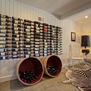 Foto de bodega rústica, grande, con suelo de pizarra, botelleros y suelo gris