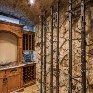 Foto de bodega rústica, pequeña, con suelo de madera oscura y vitrinas expositoras