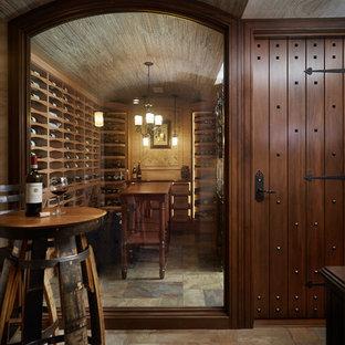Bild på en mellanstor vintage vinkällare, med kalkstensgolv och vinhyllor