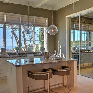 Foto de bodega minimalista, de tamaño medio, con suelo de baldosas de terracota y vitrinas expositoras