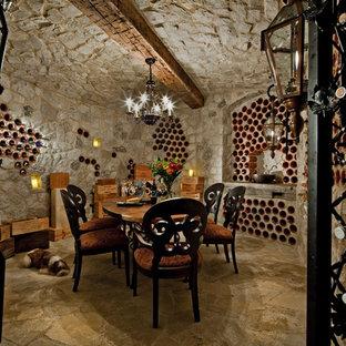 Exempel på en stor klassisk vinkällare, med vinhyllor och kalkstensgolv