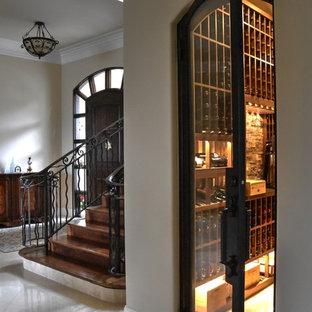 Ejemplo de bodega tradicional, de tamaño medio, con suelo de baldosas de terracota y vitrinas expositoras