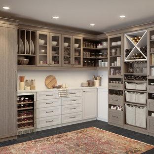 Ispirazione per una grande cantina classica con pavimento in linoleum, rastrelliere portabottiglie e pavimento grigio