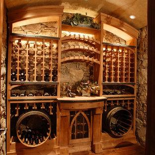 Inredning av en rustik vinkällare