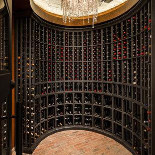 フェニックスのトランジショナルスタイルのおしゃれなワインセラー (レンガの床、ワインラック) の写真