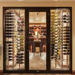 Réalisation d'une cave à vin tradition de taille moyenne avec des casiers, un sol en vinyl et un sol beige.