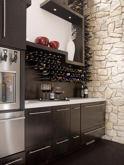 photos et id es d co de caves vin avec un sol en bois fonc. Black Bedroom Furniture Sets. Home Design Ideas