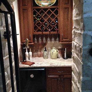 Ejemplo de bodega rústica, pequeña, con suelo de baldosas de cerámica y botelleros de rombos