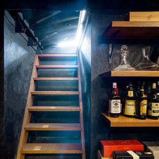 Inspiration pour une cave à vin urbaine avec un présentoir.
