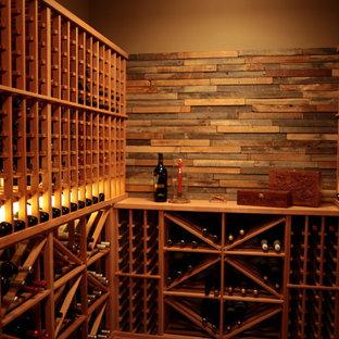 Idéer för mellanstora vintage vinkällare, med vinhyllor, mellanmörkt trägolv och brunt golv
