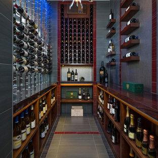 Idéer för en klassisk vinkällare, med vinhyllor