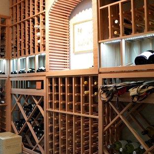 Idéer för små vintage vinkällare, med vinhyllor