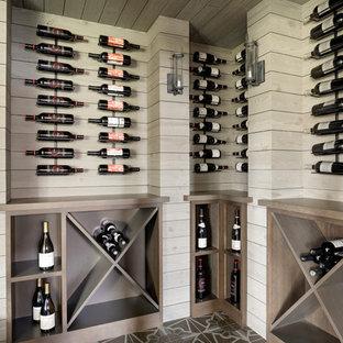 Idéer för vintage vinkällare, med vinställ med diagonal vinförvaring och flerfärgat golv