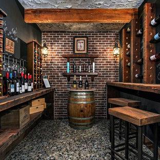 Foto på en mellanstor vintage vinkällare, med vinhyllor och flerfärgat golv
