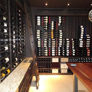 サンディエゴのエクレクティックスタイルのおしゃれなワインセラーの写真