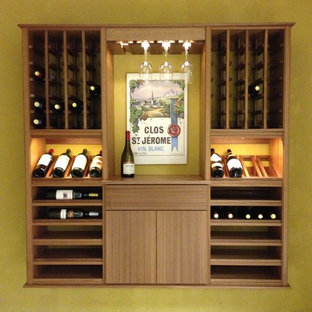 シャーロットの小さいトランジショナルスタイルのおしゃれなワインセラー (セラミックタイルの床、ワインラック) の写真