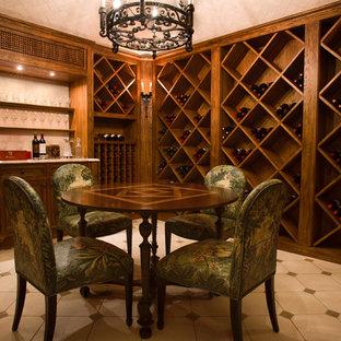 Exemple d'une grand cave à vin bord de mer avec un sol en calcaire et des casiers losange.
