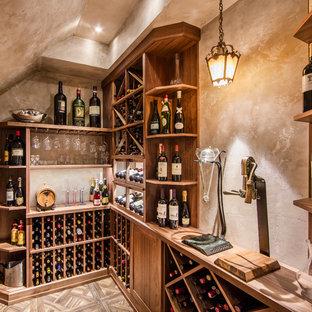 トロントのトラディショナルスタイルのおしゃれなワインセラーの写真