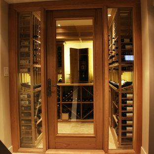 トロントのトランジショナルスタイルのおしゃれなワインセラーの写真