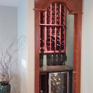 Diseño de bodega pequeña con botelleros