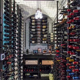 Bild på en vintage vinkällare, med vinhyllor och flerfärgat golv