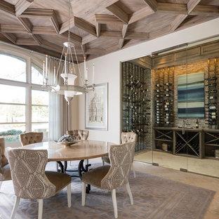 Diseño de bodega mediterránea con vitrinas expositoras y suelo beige