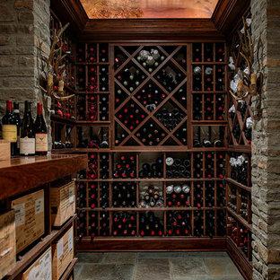 Inspiration för en vintage vinkällare, med vinställ med diagonal vinförvaring