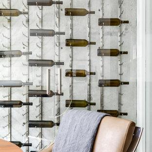 Ispirazione per una cantina design di medie dimensioni con portabottiglie a vista