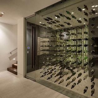 Foto de bodega minimalista, grande, con botelleros