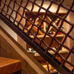 Diseño de bodega rústica, grande, con moqueta, botelleros de rombos y suelo marrón