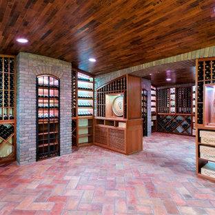 Foto de bodega clásica, extra grande, con suelo de baldosas de terracota y botelleros