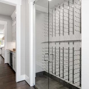Ispirazione per una cantina american style di medie dimensioni con pavimento in legno massello medio, rastrelliere portabottiglie e pavimento marrone