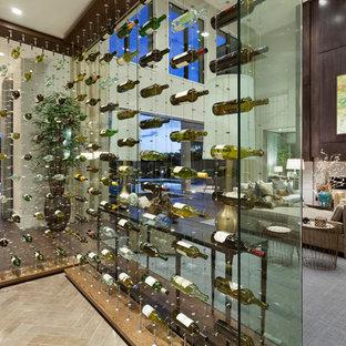 Imagen de bodega actual, extra grande, con suelo de baldosas de cerámica y vitrinas expositoras