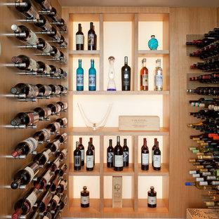 Inspiration för små moderna vinkällare, med vinhyllor