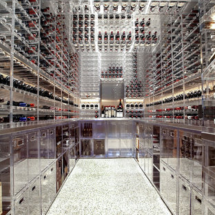 Esempio di una grande cantina minimalista con pavimento in linoleum, rastrelliere portabottiglie e pavimento bianco
