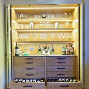 Exemple d'une grand cave à vin chic.