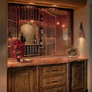 フェニックスの大きいサンタフェスタイルのおしゃれなワインセラー (ディスプレイラック) の写真