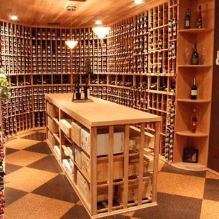 Foto på en vintage vinkällare, med vinhyllor