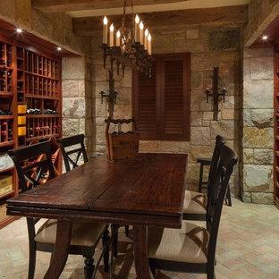 Bild på en mellanstor rustik vinkällare, med tegelgolv, vinhyllor och flerfärgat golv