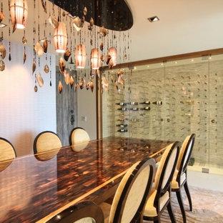 Imagen de bodega moderna con vitrinas expositoras y suelo blanco