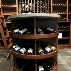 Traditional Wine Cellar by Vin de Garde MODERN WINE CELLARS Inc.