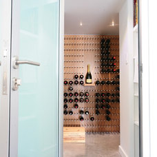 Contemporary Wine Cellar by Vin de Garde MODERN WINE CELLARS Inc.