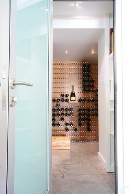 contemporary wine cellar by Vin de Garde Wine Cellars Inc
