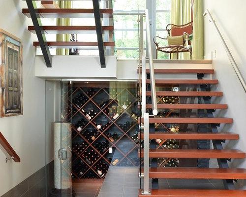 photos et id es d co de caves vin rangement sous escalier. Black Bedroom Furniture Sets. Home Design Ideas