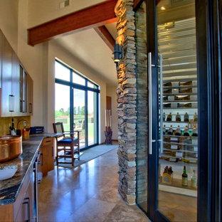 Foto di una cantina stile americano di medie dimensioni con pavimento in gres porcellanato e rastrelliere portabottiglie