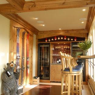 Foto de bodega rústica, de tamaño medio, con moqueta y vitrinas expositoras