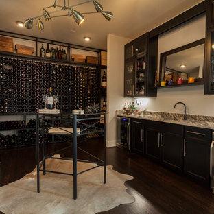 ナッシュビルの大きいエクレクティックスタイルのおしゃれなワインセラー (濃色無垢フローリング、ワインラック、茶色い床) の写真
