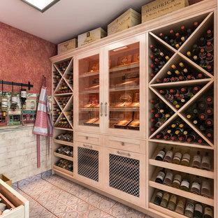 Cette photo montre une cave à vin méditerranéenne de taille moyenne avec des casiers et un sol en linoléum.